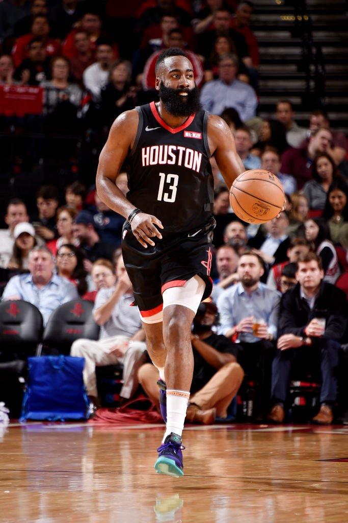 James Harden leads the NBA in scoring (30.6 ppg) and steals (2.3 spg).  8:00pm/et: @nyknicks x @celtics 10:30pm/et: @HoustonRockets x @utahjazz   TNT Thursday Tune-In Tidbits: https://stats.nba.com/articles/tune-in-tidbits-tnt-thursday-dec-6-2018/… …