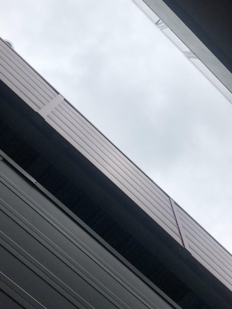 ╭(°ㅂ°)╮おはりお╰(°ㅂ°)╯北九州市は曇り空☁️かなり寒いのに隣の人は半袖だぞっw寒くないのかしら!?🤔さぁ今日もオフ会、楽しむぞっ😘