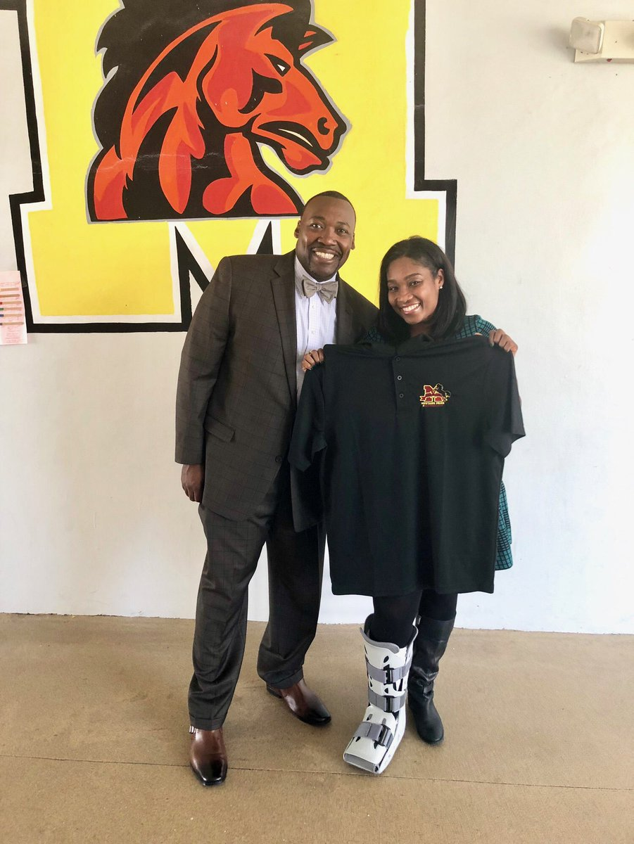 """#principaltoday@colecristal @att Thanking Ms . Cristal J. Cole AT&amp;T Regional Director, External and Legislative Affairs, for """"Leveling up"""" as Principal for a day at Madison Middle School!!! """"Mustang Pride""""!!!<br>http://pic.twitter.com/XwPvfCkvcG &ndash; à Madison Middle School"""