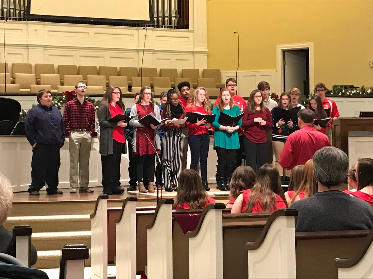 The Henry County Winter Choral Concert could put anyone in a festive mood! ⁦@ewgroveschool⁩ ⁦@henrycoschools⁩ #itsbeginningtosoundalotlikeChristmas #hcsucceeds<br>http://pic.twitter.com/MBpBwmJuRz