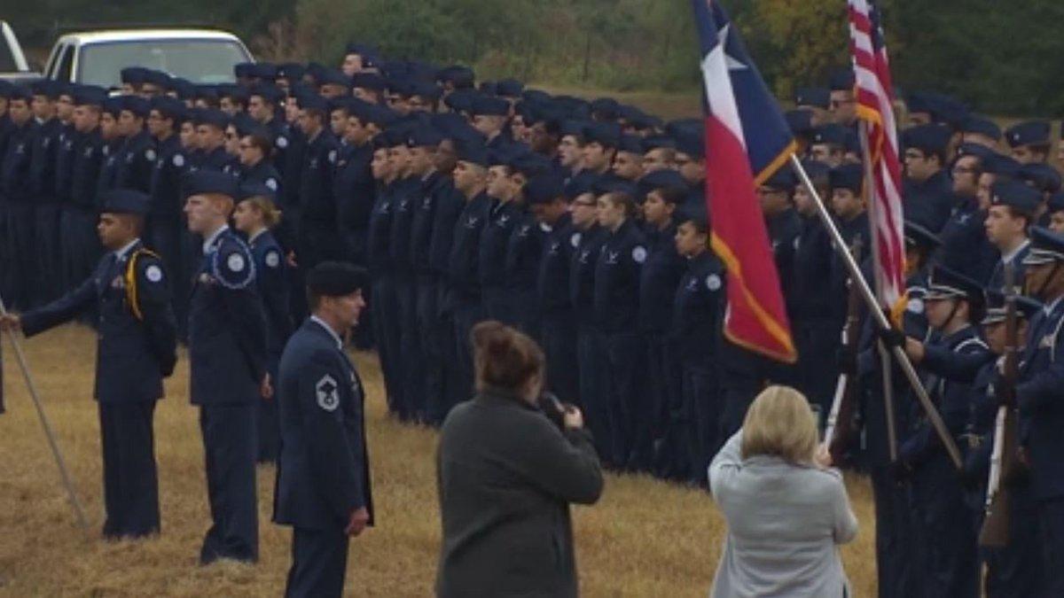 Klein Oak High School honors Bush 41 as train passes campus https://t.co/RrcznV0AIh #Bush41