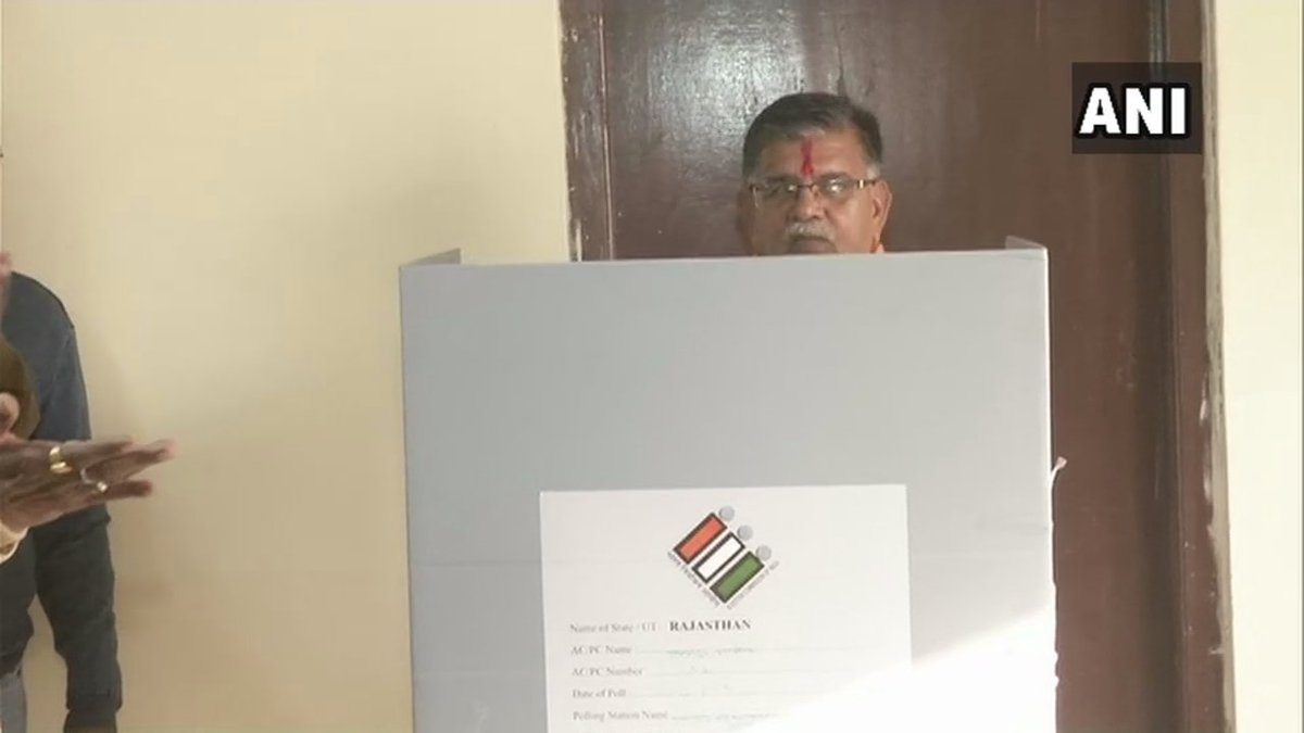 Rajasthan: State Home Minister Gulab Chand Kataria cast his vote at a polling station in Udaipur. #RajasthanElections2018