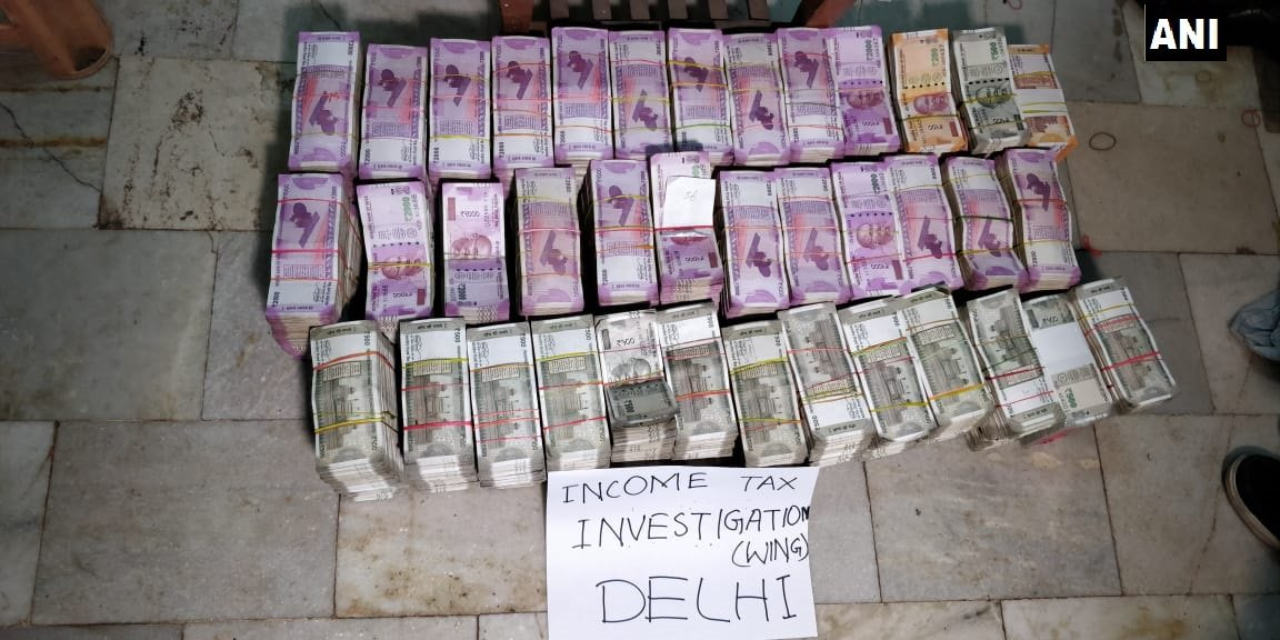 IT Sources: Income Tax Department seized Rs 4.94 crore cash from seven lockers of Chandni Chowk yesterday. Total cash seized from lockers is now Rs 35.34 crore. Raids are still underway. #Delhi