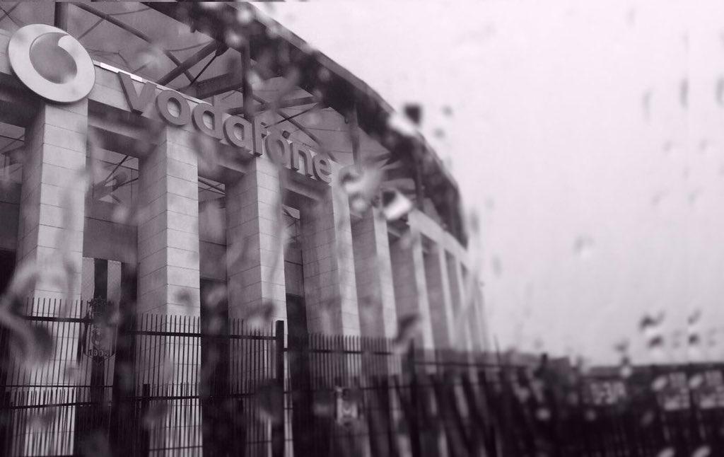 UYANIN! 🔊🔊🔊 Yağmurlu bir günde… #EvdenUzakta  #BeşiktaşınMaçıVar  ⚽⚽⚽