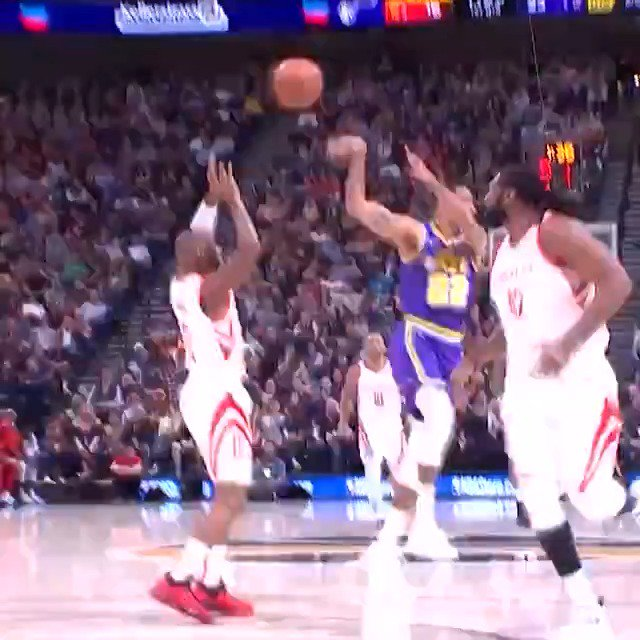 Thabo Sefolosha drops the no-look dime in transition for tonight's #KiaTopPlay! #TeamIsEverything  #NBA