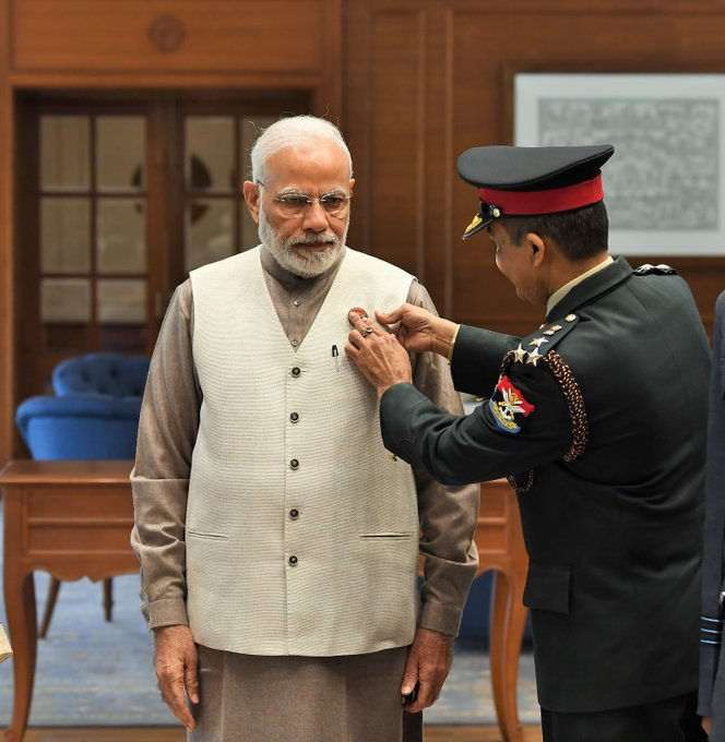 Today, on #ArmedForcesFlagDay, officers of Kendriya Sainik Board, MoD pinned a flag on PM @narendramodi. Photo