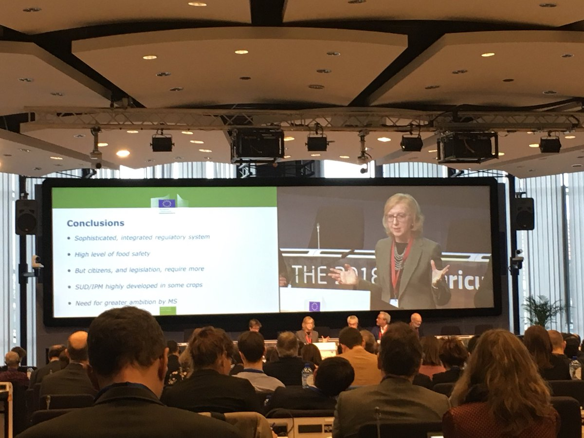 #AgriOutlook Paola Colombo #DGSante Energic presentation underlining the need to step up our ambitions to implement  #IPM, using more #lowrisk #bioprotection & #beneficialinsects- to go towards a more #sustainableagriculture. This is what #consumers want and #farmerstoolbox need!
