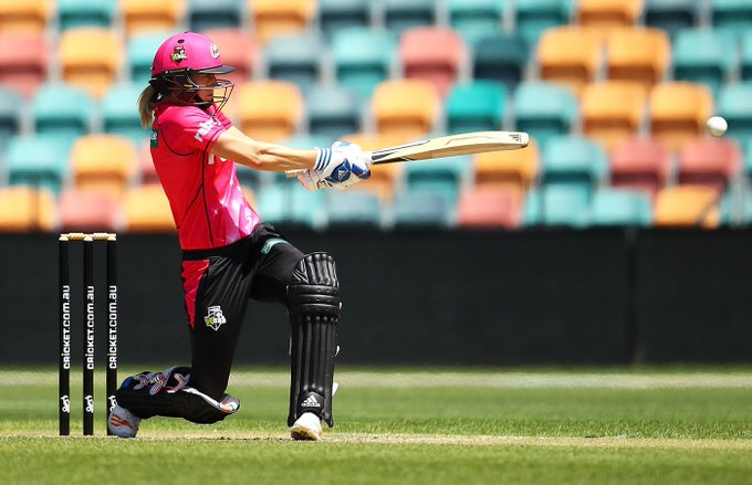 North Sydney Oval it is again for Ellyse Perry! She scored THAT double-hundred here last year. Brings up her maiden WBBL ton today while making a fist of the 168 chase and reaches 1500 #WBBL career runs. Sensational! #WBBL04 📷 Getty Photo