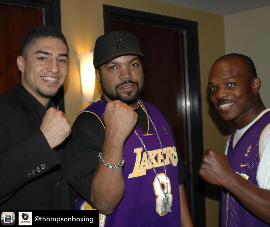 #FlashbackFriday @JoseLopez & @TimBradleyJr hanging with @IceCube 2006 @Lakers suite * * #FBF #LakersGame #YoungGunz #ThompsonBoxing #TakeMeBack #Boxeo #Boxing #TakeMeBack #IceCube #Friday #SayCheesepic.twitter.com/EhwKdaE56t