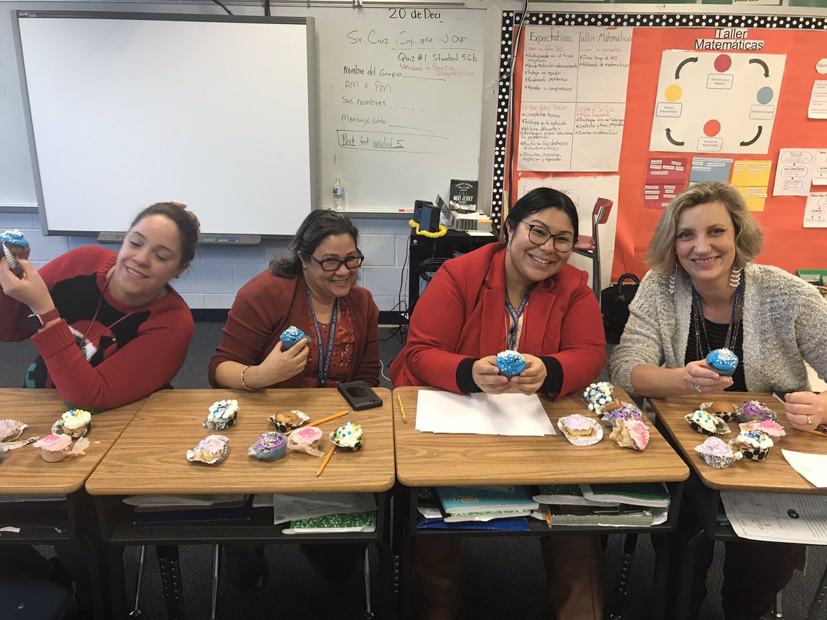 """Un día de aplicación de matemáticas en la actividad """"Sr. Cruz Cupcake war"""" Muchas risas, compartir y espíritu competitivo! Go 5th graders! Y gracias a los jueces por evaluar los cupcakes. <a target='_blank' href='http://twitter.com/Principal_CIS'>@Principal_CIS</a> <a target='_blank' href='https://t.co/9DTWVyqzWn'>https://t.co/9DTWVyqzWn</a>"""