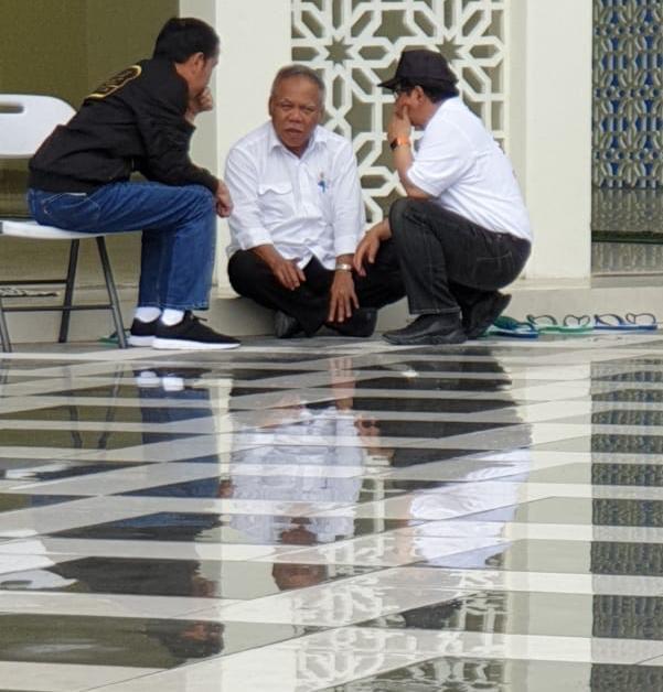 Jokowi bersama Menteri PUPR dan Sekretaris Kabinet