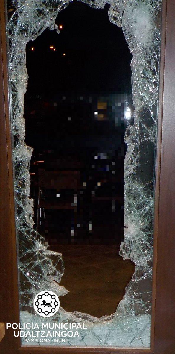 La semana pasada @PamplonaIrunaPM detuvo a 3 personas acusadas de varios delitos de robo con fuerza en establecimientos comerciales. Agradecemos la colaboración ciudadana. #amigosdeloajeno #colaboracionciudadana http://policia.pamplona.es/noticias/verNoticiaPRU.aspx?idNoticia=323…