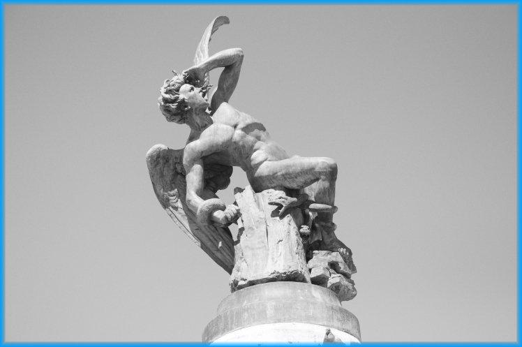"""#historiademadrid Tal día como hoy,un 20 de Diciembre de 1924,fallece en #madrid el escultor madrileño Ricardo Bellver,autor de la escultura en honor al """"Ángel Caído"""" ubicada en el retiro..que convierte Madrid en la única capital del mundo con una escultura en honor al diablo 👿"""