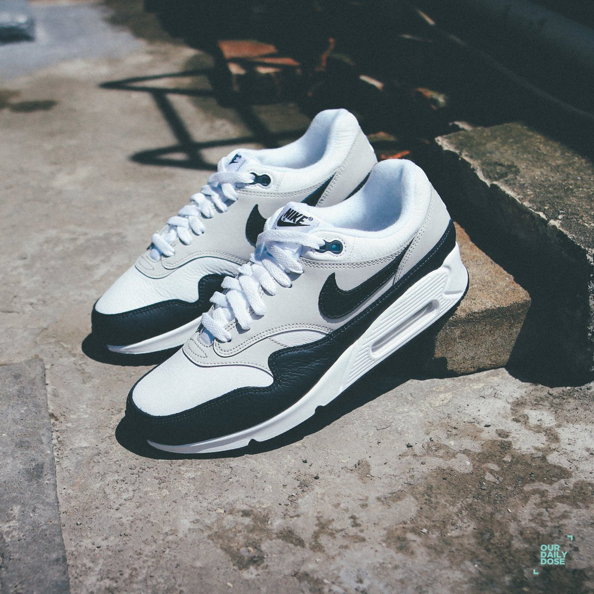 a665fb6d45 Nike Air Max 90/1 comes in White, Dark Obsidian and Neutral Grey theme.  With the upper leather detail, darker shade running across the mudguard,  Nike Swoosh ...