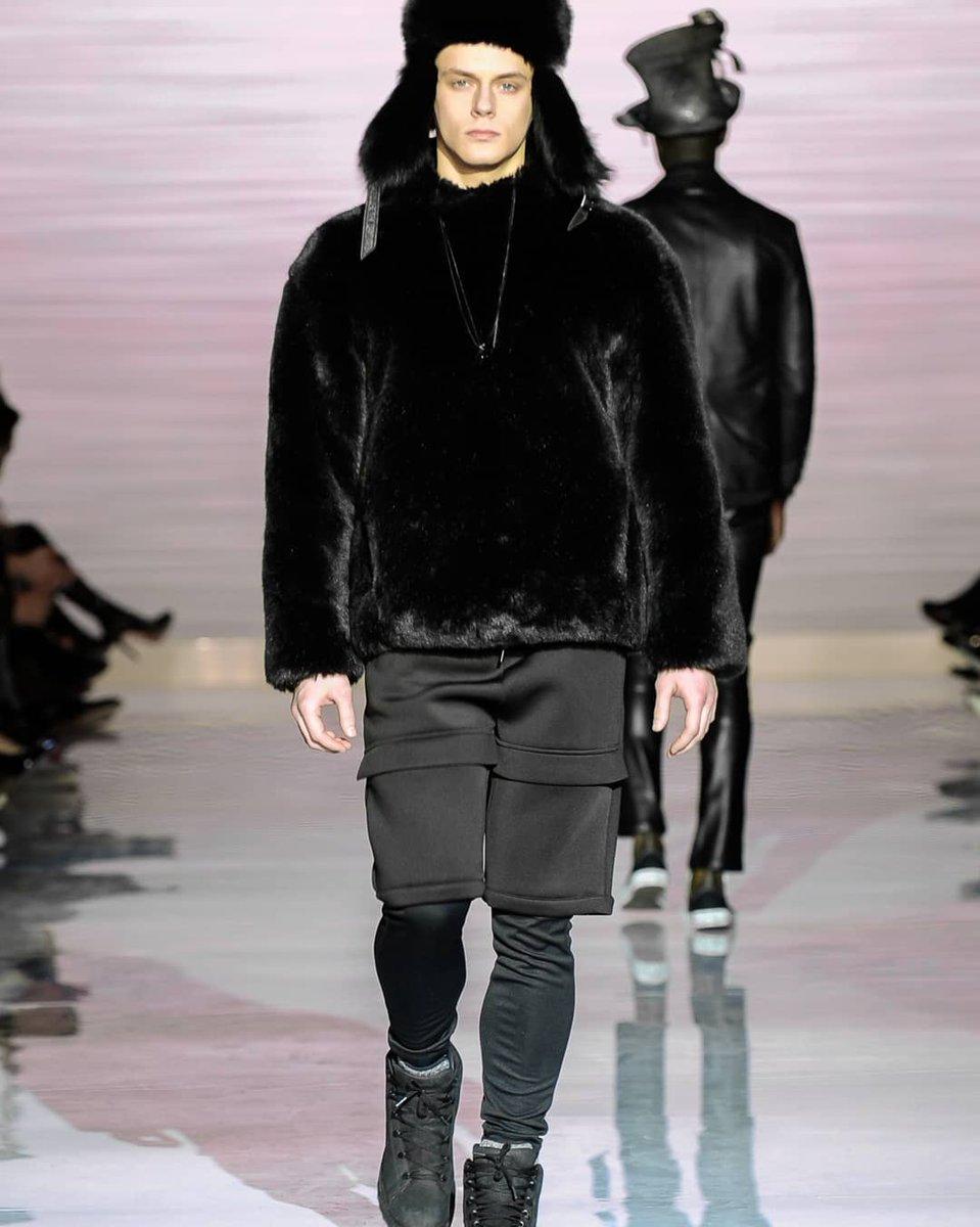 The moment when winter ready came onto the runway  #xian #XianFW18 #FW18 #runwayshow #fashionable #menswear #mensfashion #iamtom #TOMFW18 #ilovetom #StyleHim #cherosalesphoto @XiangW_ http://unnamedproject.com/style/xian-wang/…