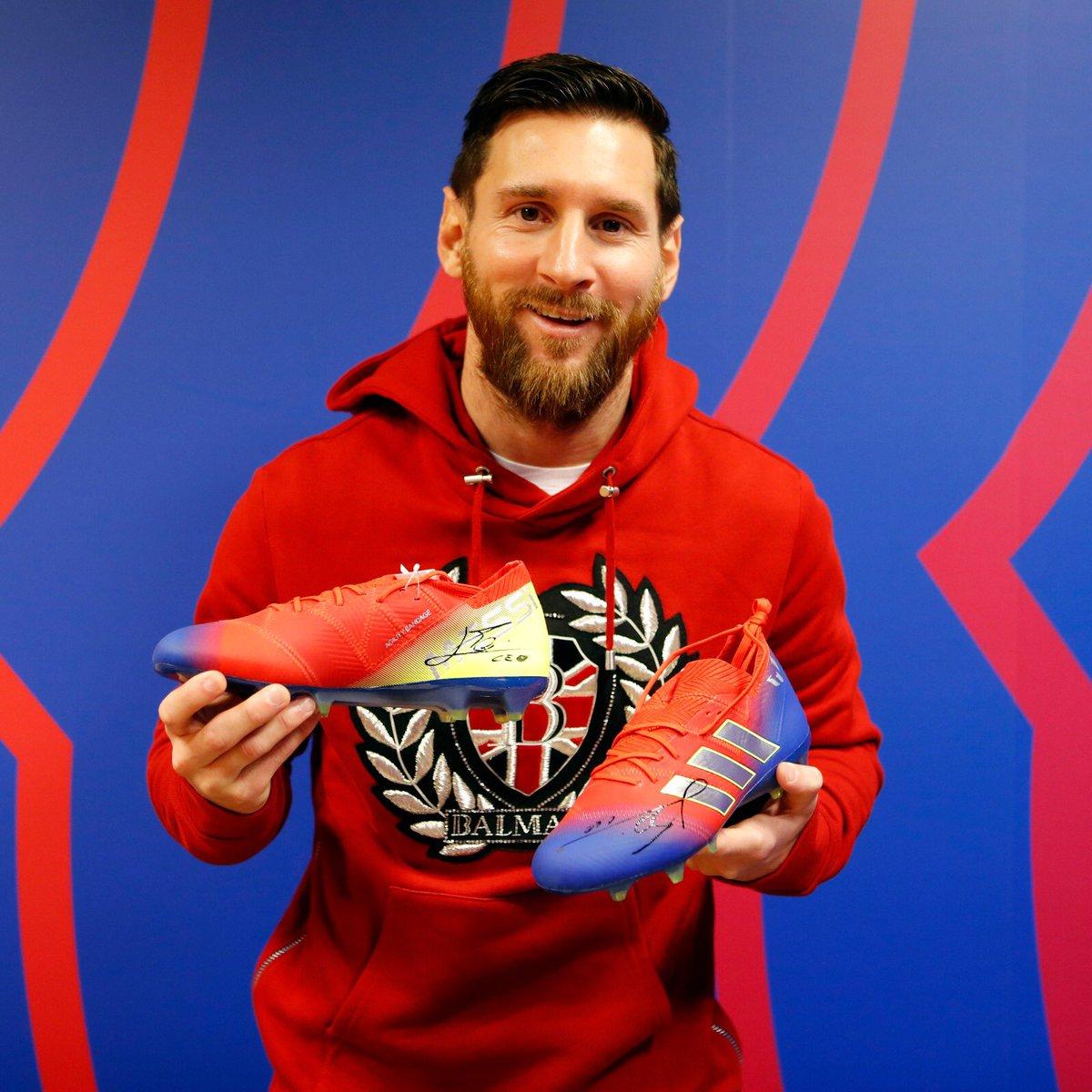 ❗️Uno de los objetos estrella de la 52 edición del @capnensj: las botas firmadas del mejor jugador del mundo. GRACIAS Leo Messi por colaborar con nosotros un año más para que todos los niños tengan regalos. #TheBest