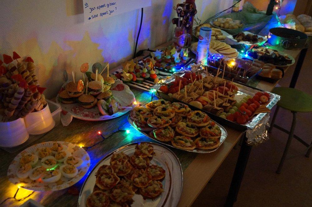 test Twitter Media - Vanavond hadden we een heerlijk kerstdiner op school. Iedereen heeft genoten van veel zelfgemaakte gerechten. En wat zag iedereen er toch prachtig uit! #trots Meer foto's: https://t.co/ok18AMdqTY https://t.co/dkoig9vHP0