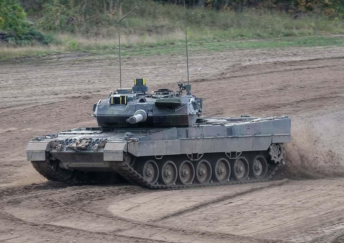 هنغاريا تطلب شراء دبابات +Leopard 2 A7 ومدفعيه PzH 2000 الذاتيه الحركه  Du4I1LdWwAEVc69