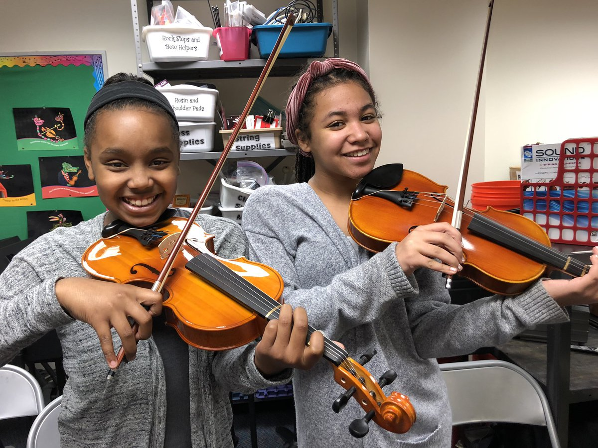 Twin day continues with two violinists!! <a target='_blank' href='http://twitter.com/longbranch_es'>@longbranch_es</a> <a target='_blank' href='https://t.co/hf8KSPUZLC'>https://t.co/hf8KSPUZLC</a>