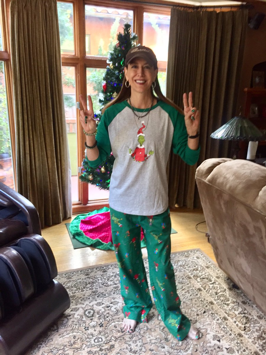 """Stephanie Miller ar Twitter  """"Getting into the Christmas spirit now ... f7cc13725"""
