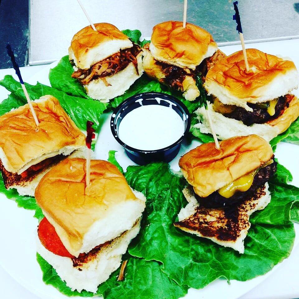 $1 Sliders all day here at Three Wisemen! 🍔 😋 🤤  #food #foodie #sliders #hamburgers #foodphotography #foodporn #threewisemenaz #scottsdalenights #foodspecials  @ScottsdaleNites @GemRayMedia