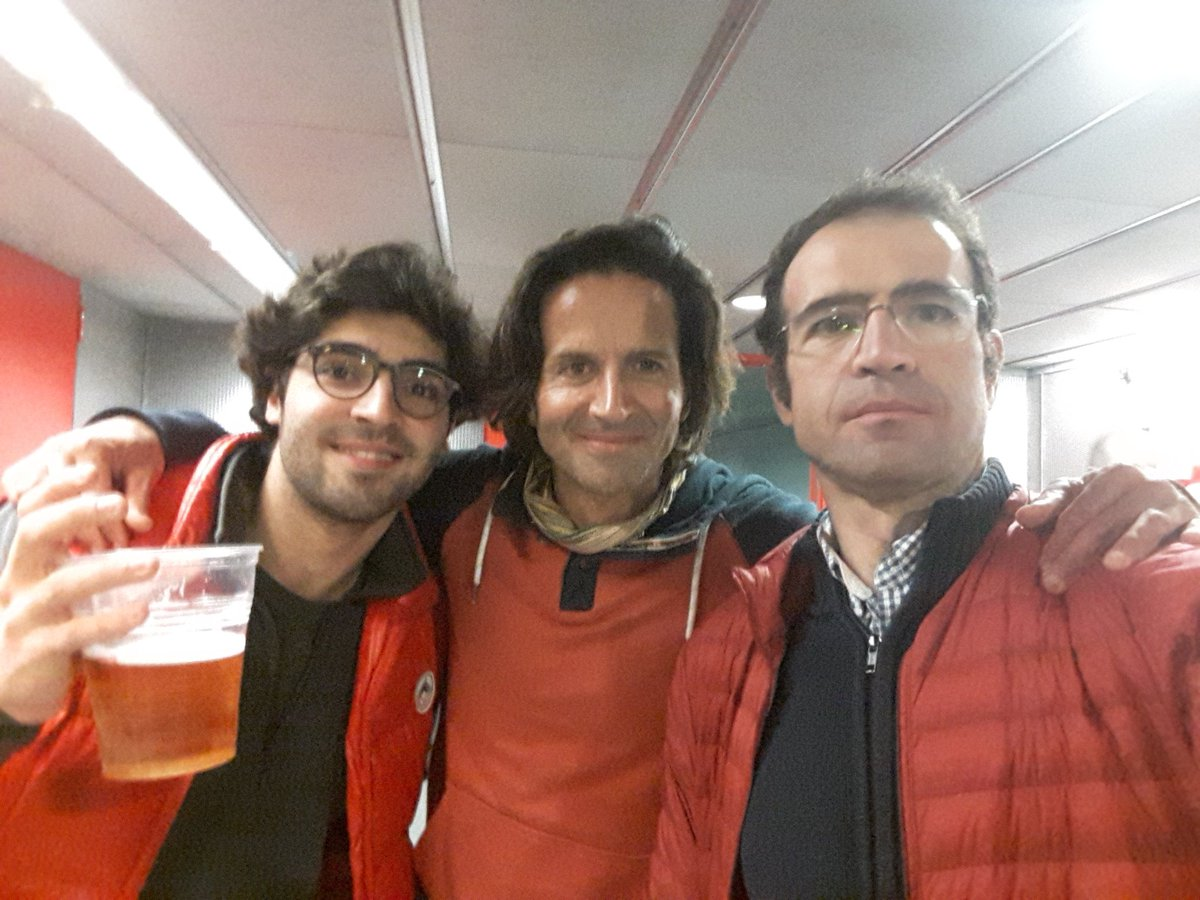 Ya estamos aqui Rosendo, tres del Atleti a tu despedida de Madrid. con @josealix97 y el mítico Ramón Ricoy, compañero de fatigas en el deporte y en los conciertos desde los años 80