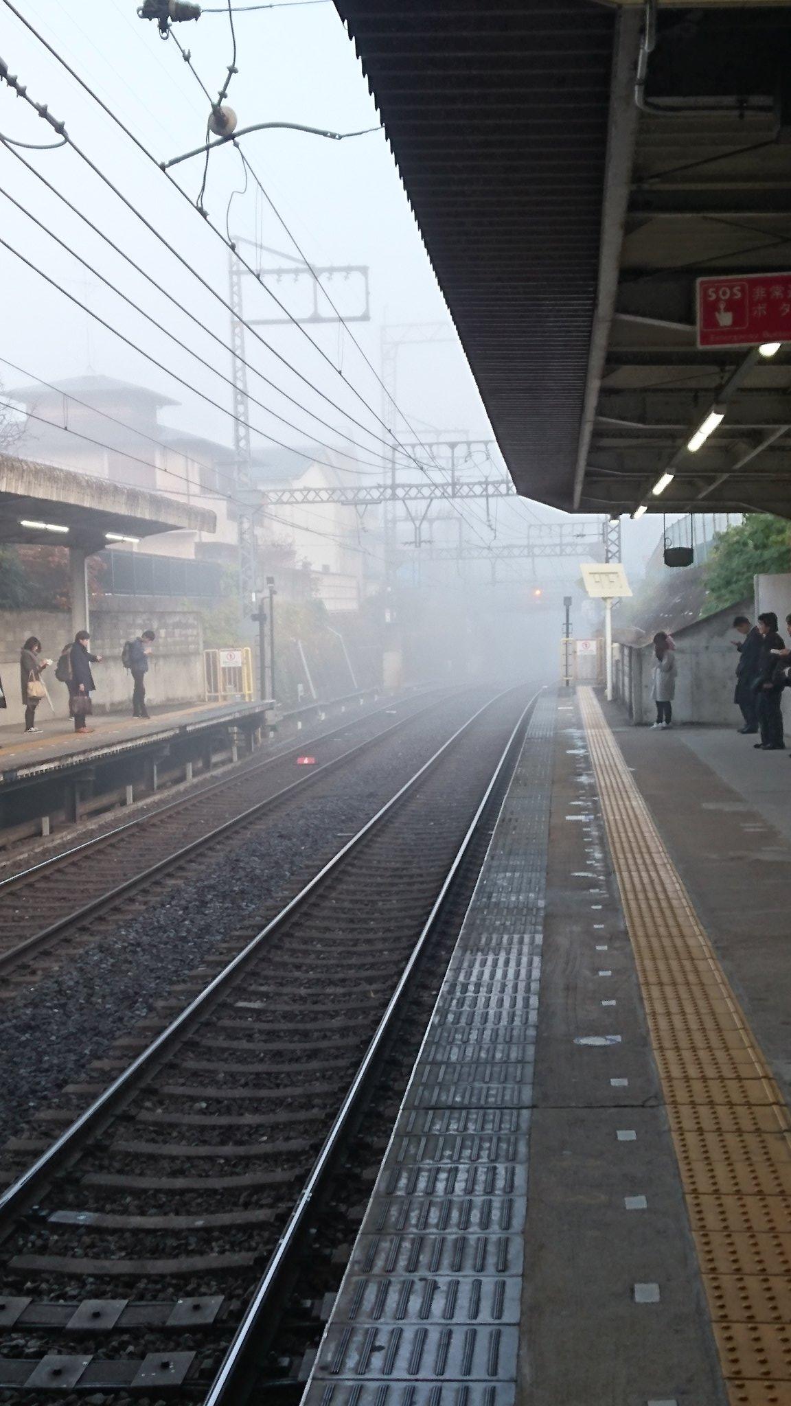 画像,近鉄京都線、濃い霧の影響で5分ほど遅延してる。 https://t.co/8VlYwgcrak。