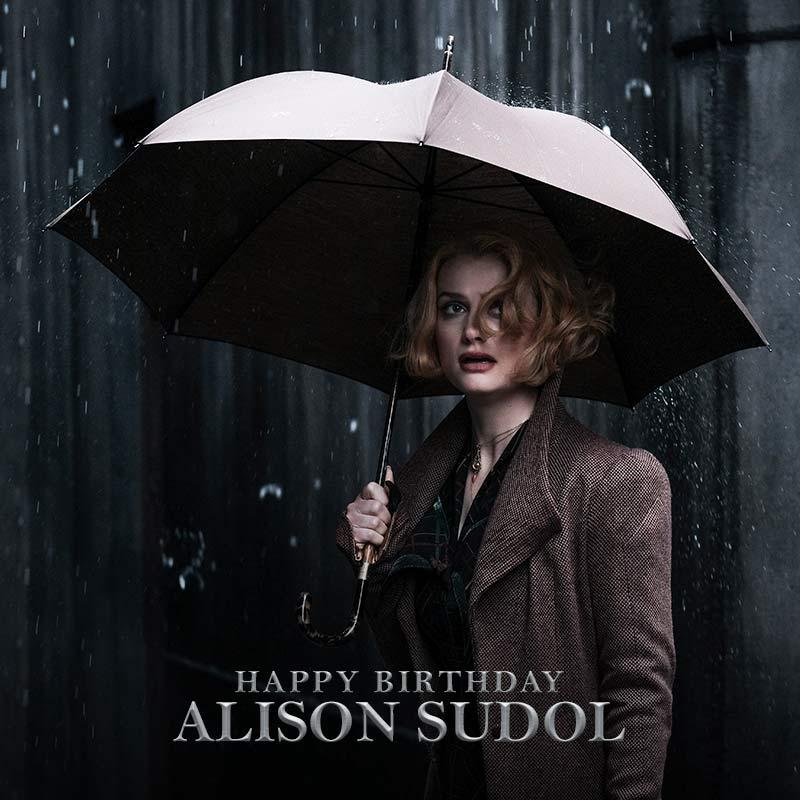 Reading minds and raiding hearts. Happy Birthday @AlisonSudol! #FantasticBeasts