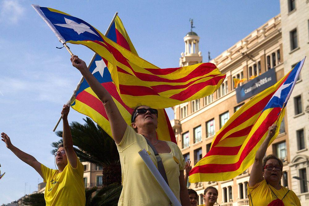 Catalan scars exposed as Sanchez calls Spain's cabinet to Barcelona https://t.co/4J2UKIbZe2 via @rorihuela  #tictocnews