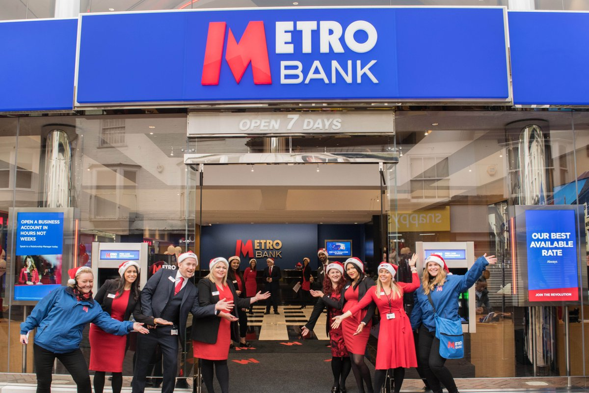 """Metro Bank på Twitter: """"We're full of #FridayFeeling opening our 65th store  on #Ashford's High Street. That can only mean a two-day grand opening  celebration! Swing on by to find out more"""