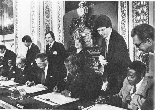 Africa Bush Wars On Twitter 21 December 1979 In London Bishop Muzorewa Robert Mugabe And Joshua Nkomo Signed The Lancaster House Agreement Committing Themselves To A Cease Fire New Constitution And Elections Leading Zimbabwe lancaster house agreement
