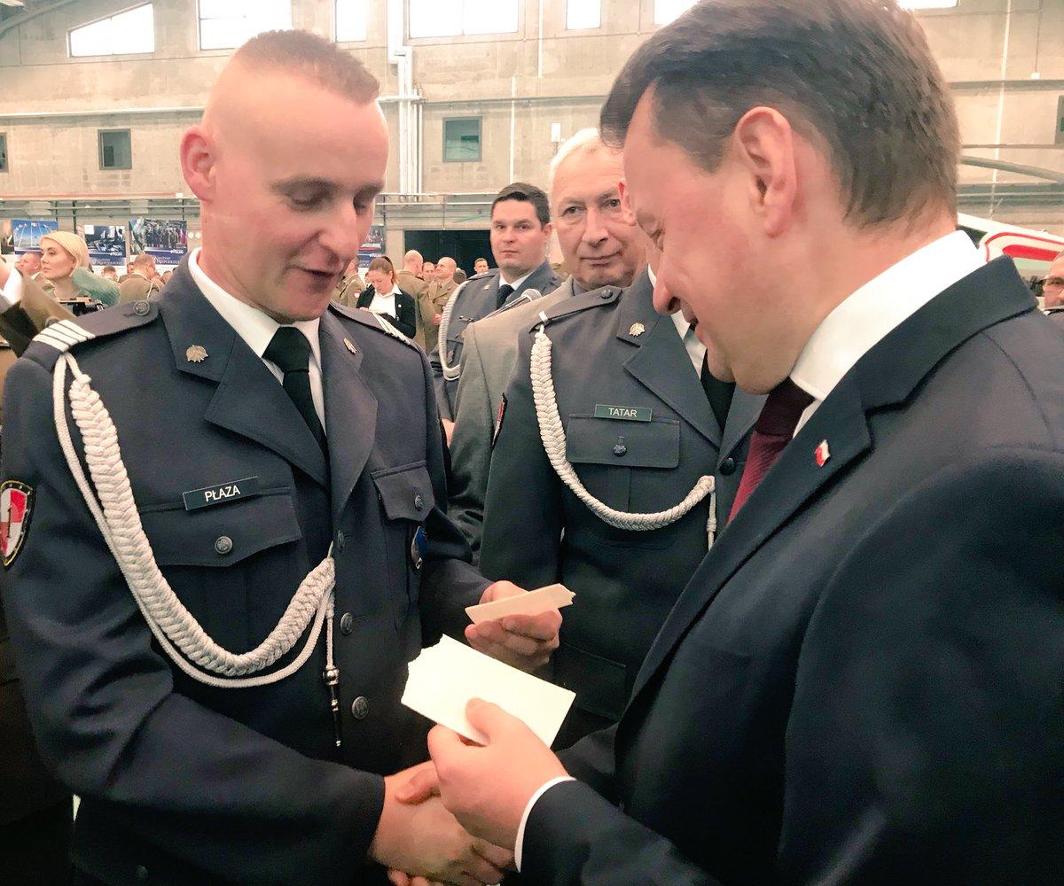 Spotkanie wigilijne @prezydentpl i szef @MON_GOV_PL z żołnierzami w @1BLTr_Warszawa.