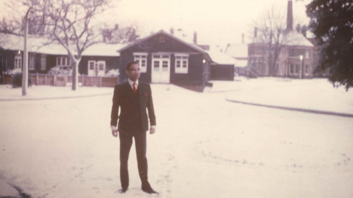"""""""It was a white Christmas, whiter than I could have imagined..."""" - Bashir Qureshi remembers his first NHS Christmas, back in 1964 http://fal.cn/r6LO"""