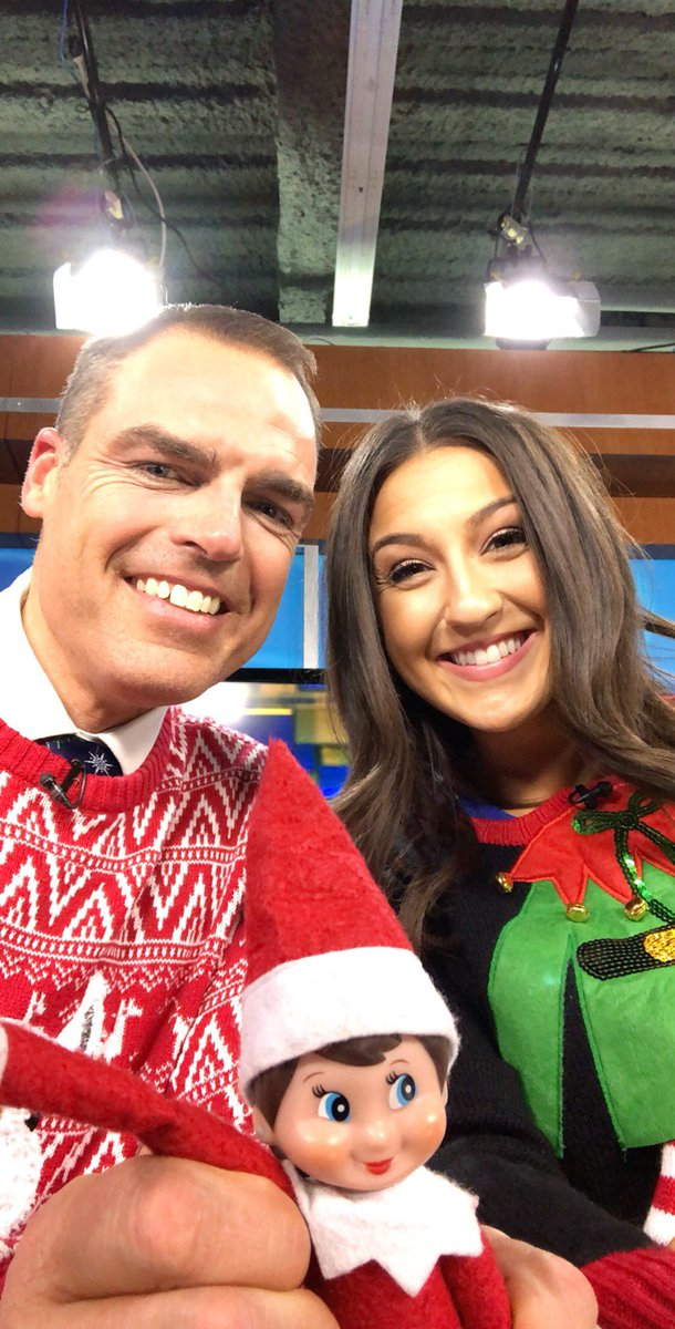 9 10 News On Twitter This Morning Mittens Couldnt Pass Up The Opportunity To Take An Elfie With Our Michigan Anchors