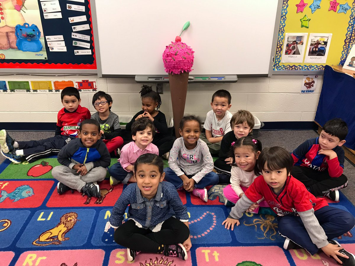 We had a smashing time at our Piñata Party with Ms. Tagle's class! 💪💥🍬🍭 <a target='_blank' href='http://search.twitter.com/search?q=HFBTweets'><a target='_blank' href='https://twitter.com/hashtag/HFBTweets?src=hash'>#HFBTweets</a></a> <a target='_blank' href='https://t.co/V1Epe9BLXH'>https://t.co/V1Epe9BLXH</a>
