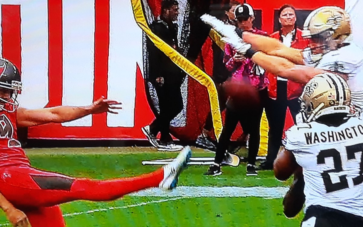 Hey @TeamGleason does @T_Hill4 remind you of anyone🤣🤣 #neverPunt #GoSaints #NOvsTB