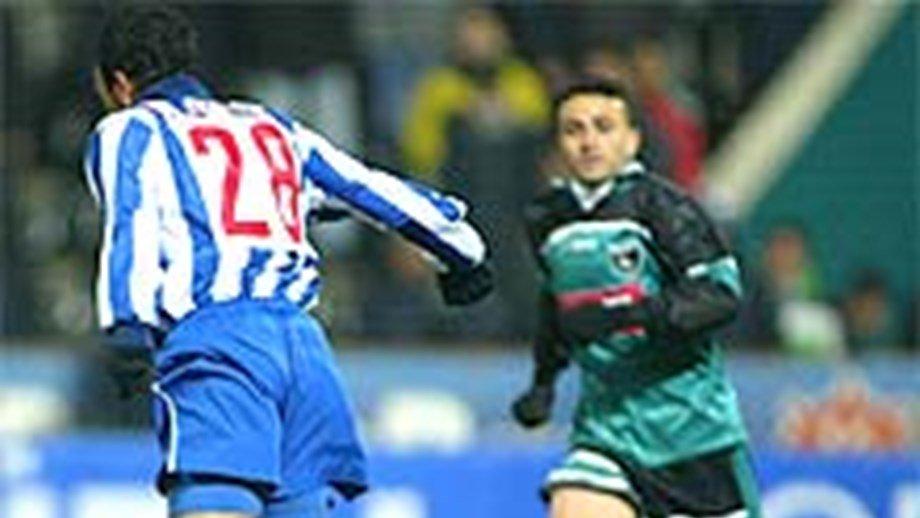 🔵⚪ O nosso primeiro jogo na Turquia foi o único que não foi em Istambul 👉 Defrontámos o Denizlispor a caminho da final de Sevilha ⚽ Clayton fez um golaço de calcanhar, num empate 2-2 Video➡ http://bit.ly/2QlWnYf #FCPorto #GSFCP #UCL