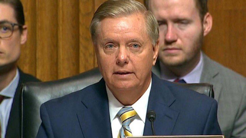 🔴 ABDde Cumhuriyetçi Senatör Lindsey Graham, CIA Direktörü Gina Haspelin Senatoda düzenlediği Cemal Kaşıkçı oturumuna katılan tüm senatörlerin Suudi Arabistan Veliaht Prensi Selmanın Kaşıkçı cinayetinin suç ortağı olduğuna inandığını söyledi.