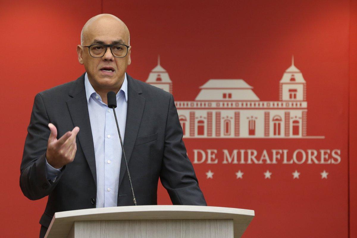 #AHORA El ministro de Comunicación e Información Jorge Rodríguez ejerce su derecho al voto  https://t.co/GtYgOkFYty