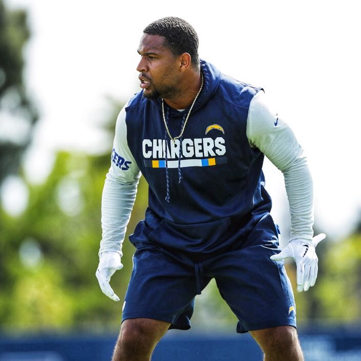 .@HayesPullard and the @Chargers host the Bengals today at the StubHub Center. Time to grind. ⚡ #GP