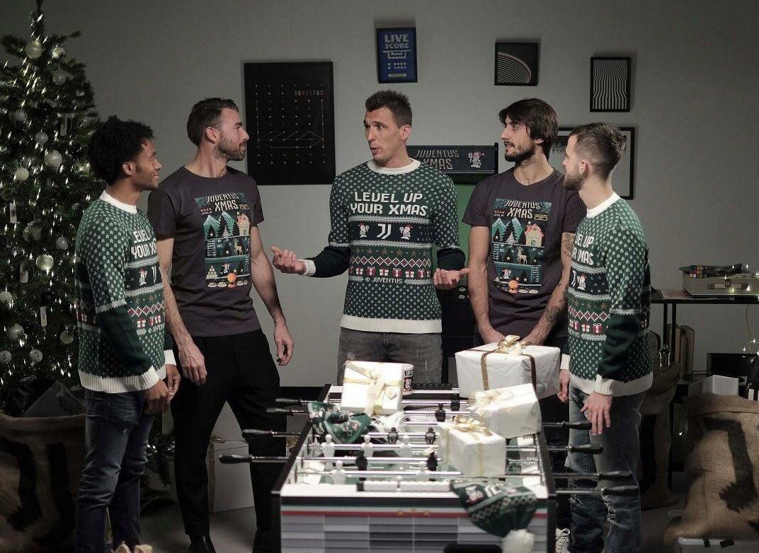 Why can't we play in 5!?...⚽️🤔🤨 Perché non possiamo giocare in 5!?...🤔😉🎄 #christmas #forzajuve #finoallafine #stepbystep #neverstop #juvespirit #mm17🌪