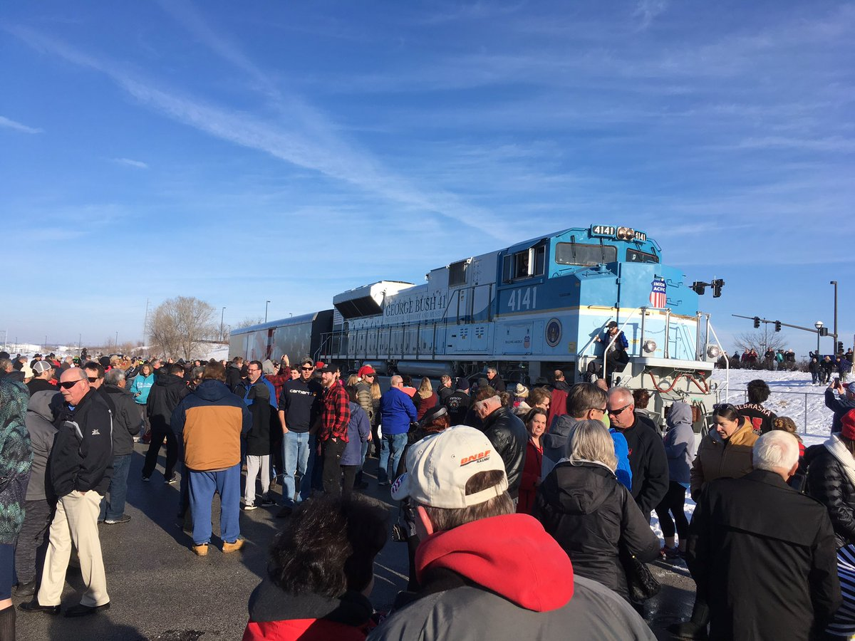 Thank you to the thousands who came out to welcome the George H.W. Bush #UP4141 to Omaha. The locomotive will be at  Union Pacific&#39;s Home Plate at 12th and Cuming Street until Wednesday at noon. <br>http://pic.twitter.com/8mzBygEwnO