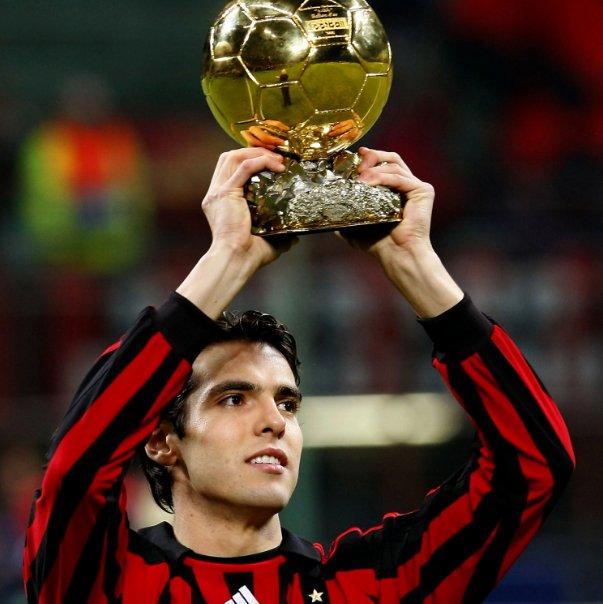 Who was better at his prime? RT Kaka Like Ronaldinho #BallonDor #BalondeOro #Ronaldinho #Kaka
