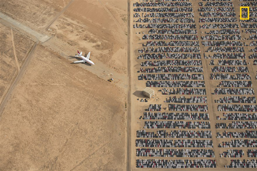 Selected from nearly 10,000 entries, a photo of thousands of recalled Volkswagen and Audi cars sitting idly in the Mojave Desert has been chosen as the grand-prize winner of the 2018 National Geographic Photo Contest.  See more:  https:// nbcnews.to/2EmRTKI  &nbsp;  <br>http://pic.twitter.com/UuPpBHqJ87
