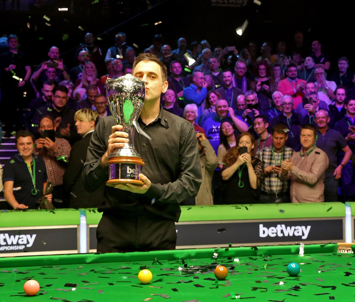 🏆 CHAMPION | @ronnieo147 has defeated Mark Allen 10-6 to win the @betway UK Championship for a record seventh time at the York Barbican. The win is his 34th career ranking title & a record 19th triple crown title, eclipsing the previous record of Stephen Hendry. #baizeofglory