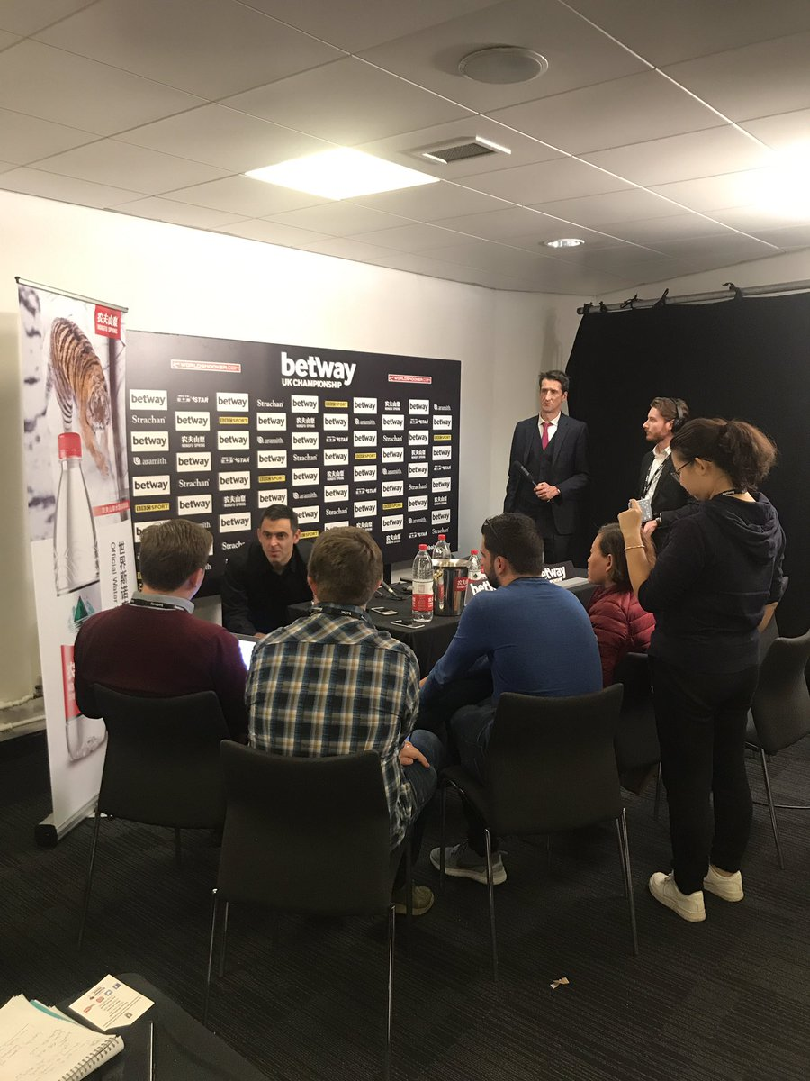 📰   An emotional Ronnie O'Sullivan finishing off with the press.