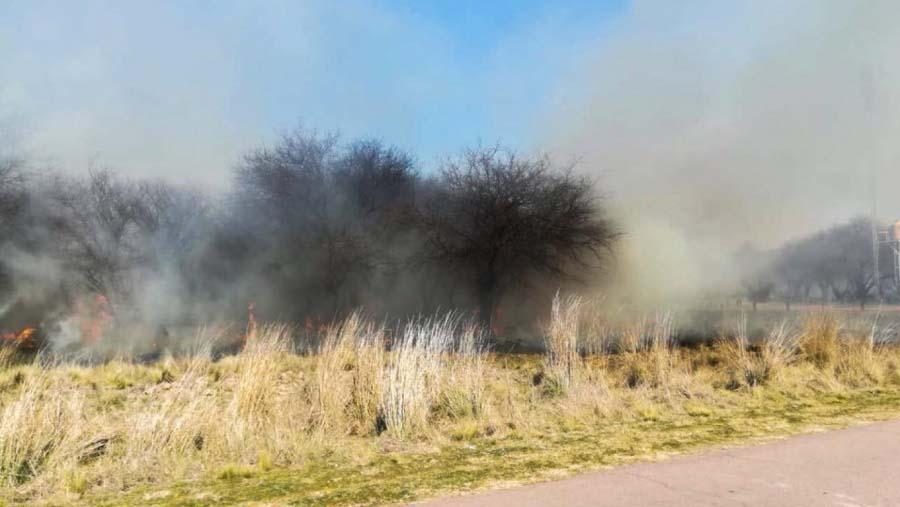 #Provinciales | Contuvieron incendio en zona de Pichi Huinca