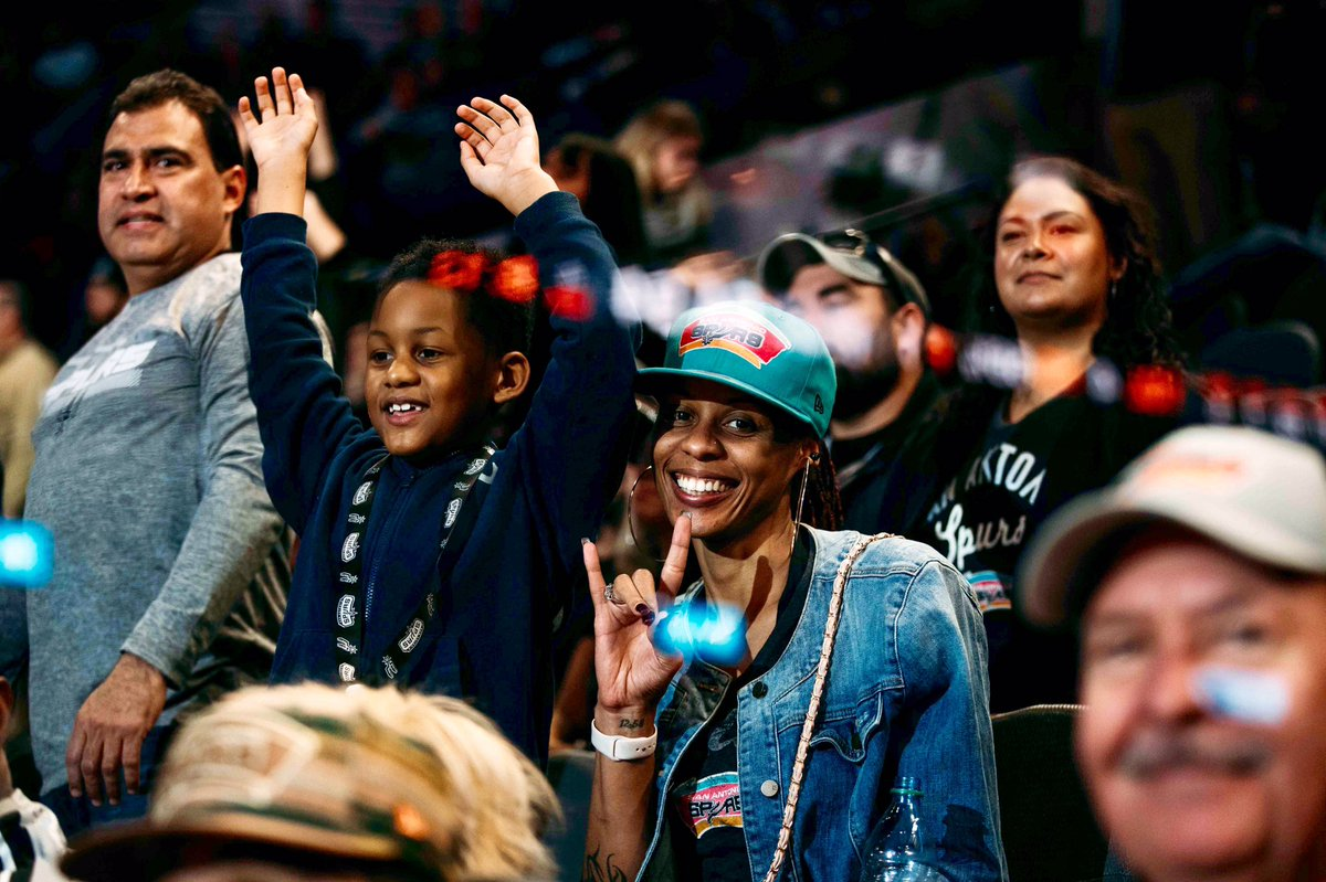 Nothing but love for our #SpursFamily ❤️