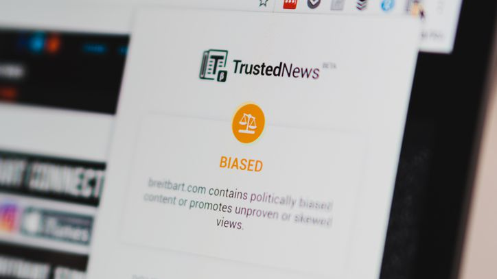 This Chrome extension tells you if you're reading fake or biased news https://t.co/bJvpCH6bbW
