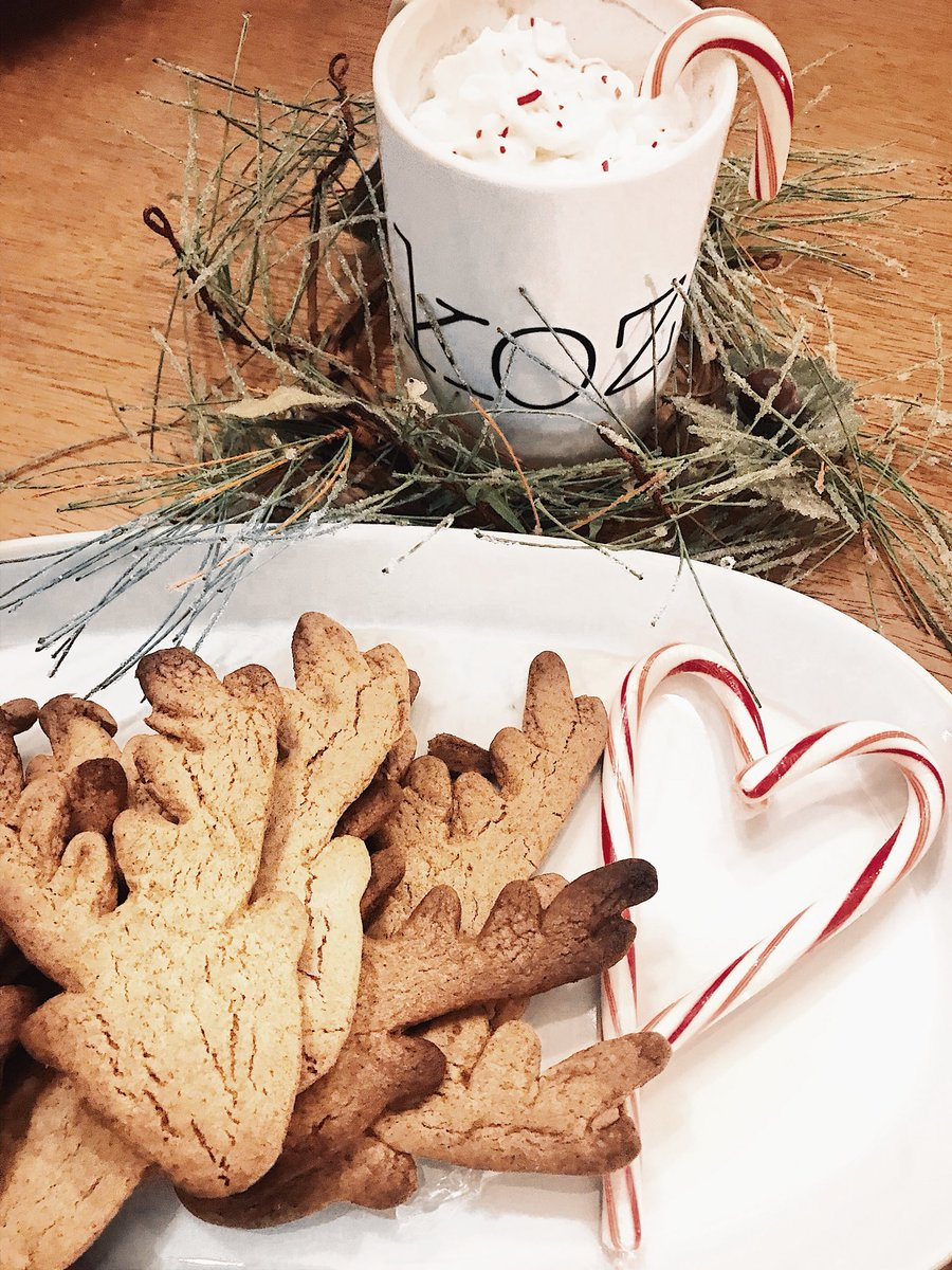 I made your ginger bread cookies! @KalynNicholson I didn't have gingerbread men cut outs so I used reindeer ones! They were delicious!  #kozecrew @allthingskoze<br>http://pic.twitter.com/yvMWN5drNd